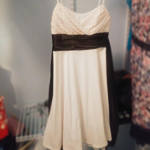 City Triangles Dresses & Skirts - Beautiful White & Black Lace Dress